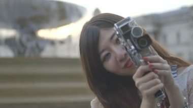 Asian female tourist filming — Stock Video