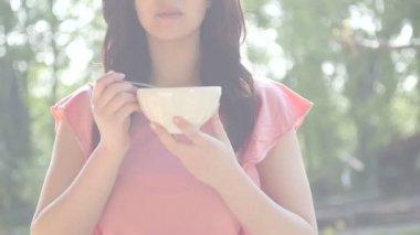 Woman having breakfast — Stock Video