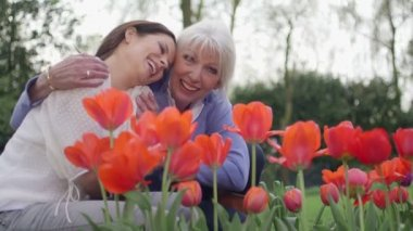 Women in flower garden — Stock Video