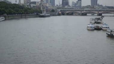 Cityscape London viewed over river Thames — Stok video