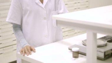 Pharmacist working in pharmacy — Stock Video
