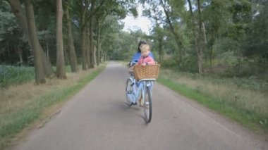 Mother cycling with son — Stock Video