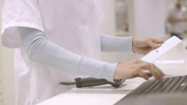 Female pharmacist scanning — Stock Video