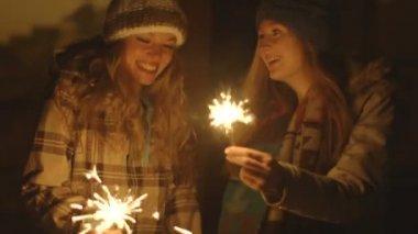 Women burning sparklers — Stock Video