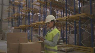 Engineer using digital tablet — Stock Video