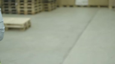 Engineers standing in warehouse — Stock Video