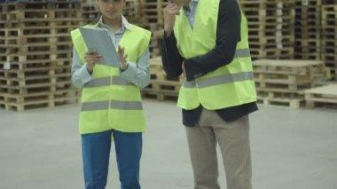 Engineers using digital tablet — Stock Video