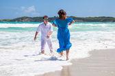 Beach couple walking on romantic travel. — Stock Photo