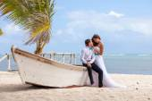 Young loving couple wedding near the boat. — Stock Photo