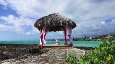 Wedding gazebo on the ocean reef shore — Stock Video