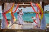 Young loving couple wedding in gazebo — Stock Photo