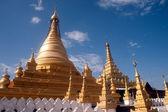 Golden Pagoda in Sanda Muni Paya in Myanmar. — Stock Photo
