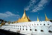 Golden Pagoda in Sanda Muni Paya in Myanmar. — Zdjęcie stockowe