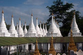 Group of stupas in Sanda Muni Paya temple of Myanmar. — Stock Photo