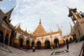 Maha Muni Pagoda in Mandalay city,Myanmar. — Stockfoto