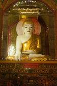 Sitting Buddha in Sutaungpyai Pagoda,Mandalay Hill,Myanmar. — Zdjęcie stockowe