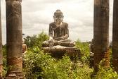 Ancient Buddha in Yadana Hsemee Pagoda Complex. — Stock Photo