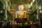 The seated Buddha presiding in Soon U Pone Nya Shin Paya,Myanmar. — Zdjęcie stockowe