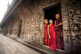 Three young monks standing at Shwenandaw Monastery in Mandalay,Myanmar. — Stock Photo