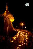 Night scene Kyaikhtiyo Pagoda in full Moon night,Myanmar. — Stock Photo