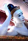Face of Kyauk Htat Gyi Reclining Buddha,Myanmar. — Foto Stock