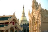Golden Pagoda in Myanmar temple ,Yangoon,Myanmar. — Foto de Stock