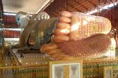 Description of footprint on Reclining Buddha in Myanmar. — Stock Photo