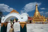 Golden Pagoda in new capital city in Myanmar. — Foto de Stock