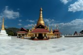 Golden Pagoda in new capital city in Myanmar. — Stockfoto