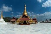 Golden Pagoda in new capital city in Myanmar. — Zdjęcie stockowe