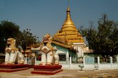 Golden stupa in temple at countryside of  Myanmar. — Zdjęcie stockowe