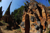 Shwe Inn Taing Paya is the famous ancient temple on Inle lake in Myanmar. — Fotografia Stock
