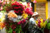 Flowers street vendor at Hanoi city,Vietnam.  — Stock Photo