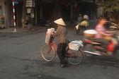 Vendedor de rua típica em Hanoi, Vietnam. — Fotografia Stock