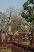 Group of Buddhas in Wat Phra Kaeo temple in Khamphaengphet Historical Park . — Stockfoto