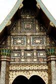 Тайского искусства на фронтоне церкви. — Стоковое фото