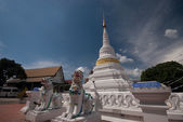 White pagoda in old temple at Northern of Thailand. — Stok fotoğraf