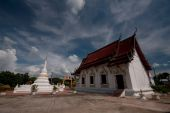 White pagoda in old temple at Northern of Thailand. — Stock Photo