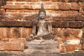 Древние сидя Будды в храме Wat Mahathat в Сукотаи исторический парк. — Стоковое фото