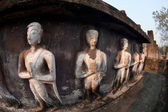 Group of standing ancient buddhas sculpture at pagoda in Wat Mahatat temple. — Foto de Stock