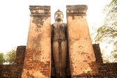 Ancient outdoor standing Buddha in Wat Mahathat in Si Satchanalai Historical Park — Stock Photo