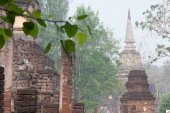 Ancient Pagodas in Wat Jed Yod in Si Satchanalai Historical Park — ストック写真