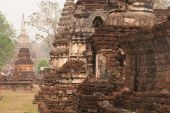 Ancient Pagodas in Wat Jed Yod in Si Satchanalai Historical Park — Stock Photo