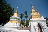 Pagoda of Myanmar style in Thai temple. — Stockfoto