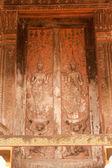 Starożytne Laos sztuki drewno rzeźba na kościół w świątyni Si Saket w Vientiane miasta, Laos. — Zdjęcie stockowe