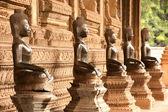 Hor Phakaeo Tapınağı, Laos kilisede üstünde antik Buda grupları. — Stok fotoğraf