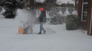 Man Snowblowing — Stock Video