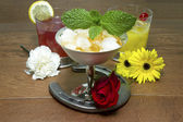 Drinks and Flowers of the Triple Crown with Horseshoe — Stock Photo