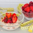 Oatmeal with fresh strawberries and berries with a measuring tape. — Stock Photo #52737957