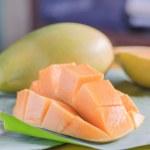 Ripe mango with slices on banana leaves — Stock Photo #74914635